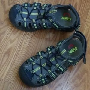 Khombu sandals size 3